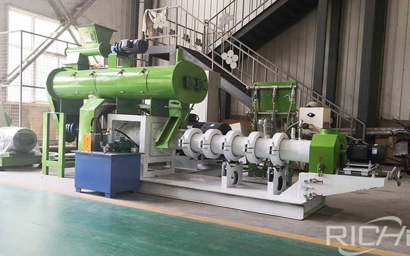 What are the advantages and precautions of feed extruder